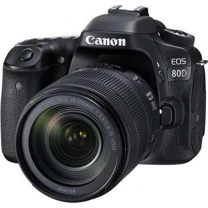 Canon EOS 80D DSLR Camera with 18-135mm Lens image 1