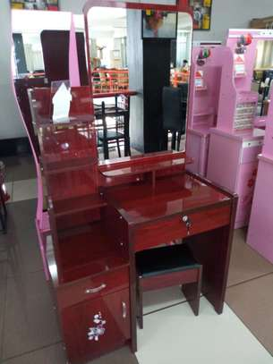 DRESSING TABLES image 4