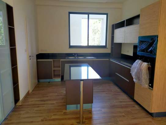 Furnished 3 bedroom apartment for rent in Riverside image 17
