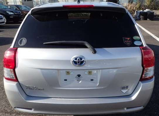 Toyota Fielder Hybrid image 2