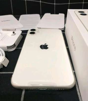 Apple Iphone 11 / 256 Gigabytes / White And Wireless Airpods image 2