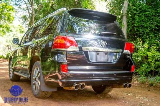 Toyota Land Cruiser image 8