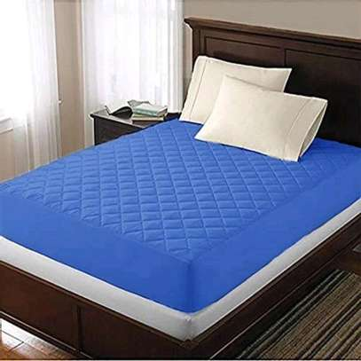 Coloured mattress protector image 1