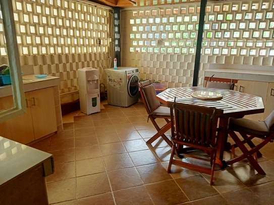 Furnished 4 bedroom house for rent in Gigiri image 11