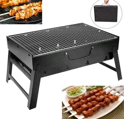 Portable chacoal grill image 3