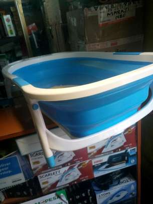 Folding Baby Bathtub with Free 6 singing Ducklings Toys image 2