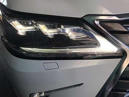 Lexus Lx570 2018 White 2000Km image 5
