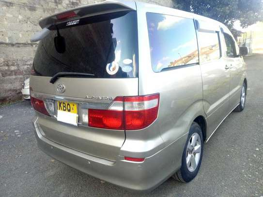 Toyota Alphard image 3