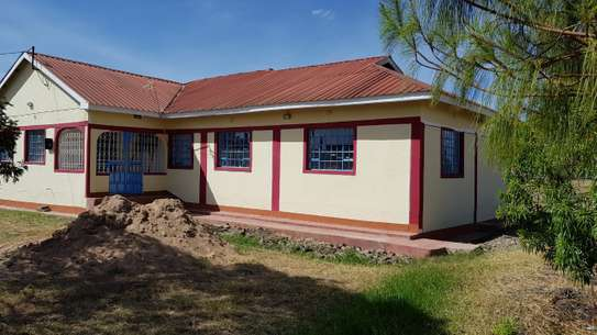 SPACIOUS 4 BEDROOM BUNGALOW SITTING ON ¼ ACRE PLOT 1.5KM FROM THIKA SUPERHIGHWAY