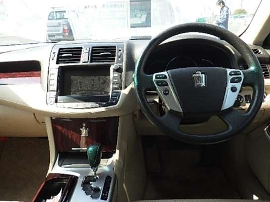 Toyota Crown image 6