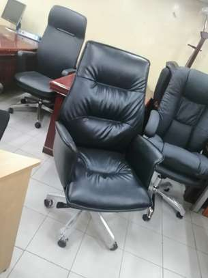 Executive high back office chair image 2