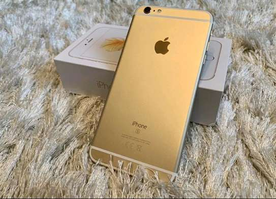 Apple IPhone 6s Plus Gold 128 Gigabytes And Airpods image 1