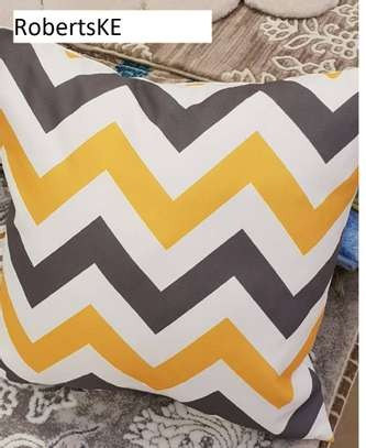 zigzag pattern pillow image 1