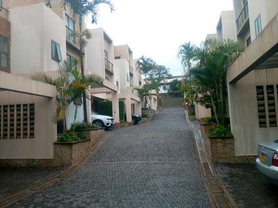4 bedroom townhouse to let image 2