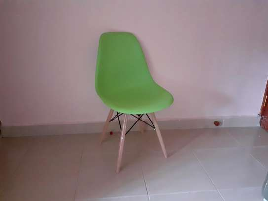 Green eames chair image 1