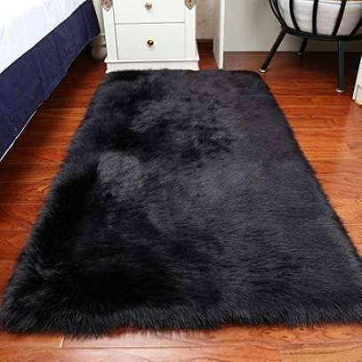 Fluffy carpets (bedside carpet)