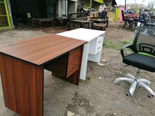 Mordern office desks image 2