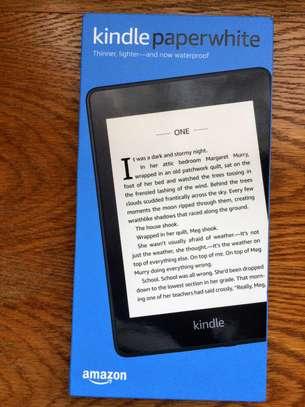 Kindle Paperwhite E-reader: Waterproof image 1