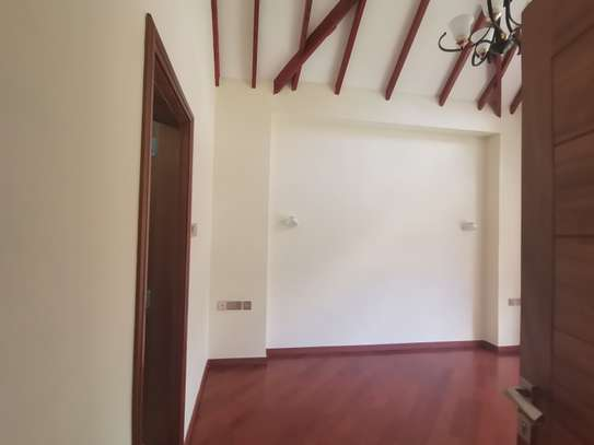 Magnificent 5 bedroom townhouse all ensuite with dsq for rent lavington area image 5