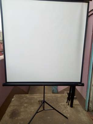 Tripod Projection Screen image 5