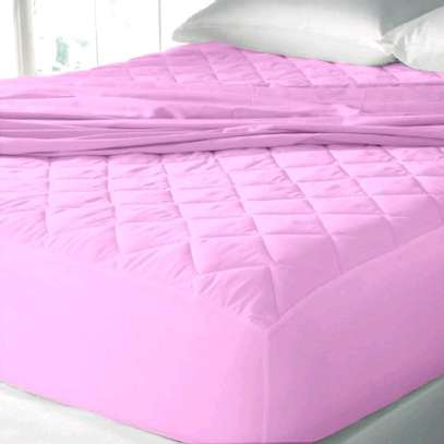 Coloured mattress protector image 3