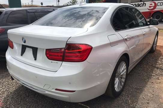 BMW 320i Exclusive Automatic image 9