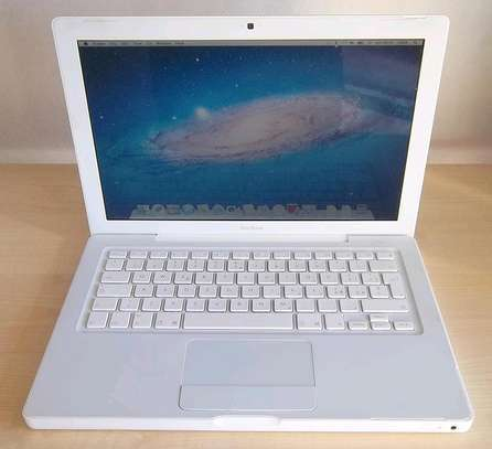 Apple Macbook A1118