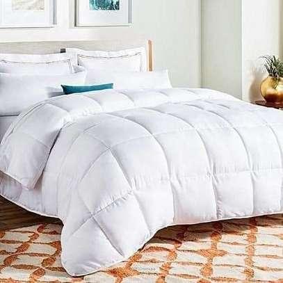 white quilt /Duvets image 2