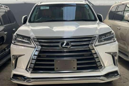 Lexus 570 image 9