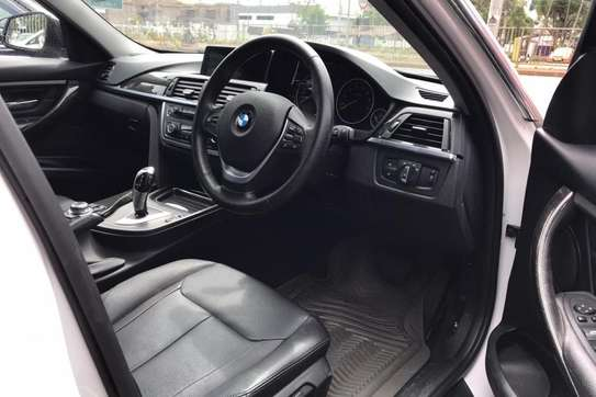 BMW 320i Exclusive Automatic image 7