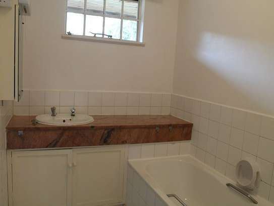 4 bedroom townhouse for rent in Muthaiga Area image 7