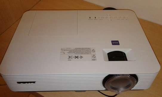 SONY VPL-DX241 Projector image 2