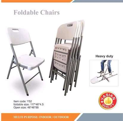 Foldable tables on offer of 3000