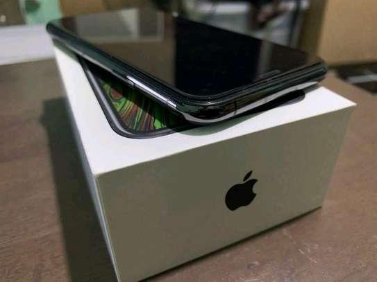 Apple Iphone xs 512 Gigabytes Black And Olliclips Professionally Photography Lens image 3