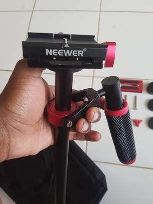Neewer Camera Stabiliser image 2