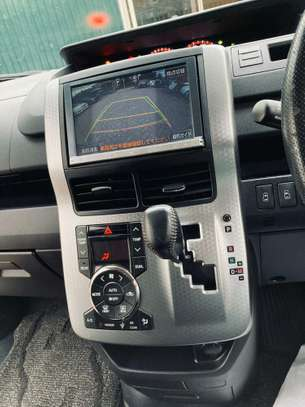 Toyota Voxy image 8