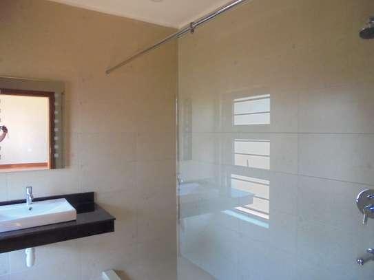 6 bedroom house for rent in Runda image 12