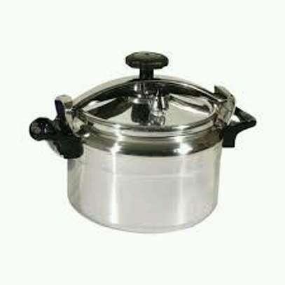 Pressure cooker 9 litres image 2