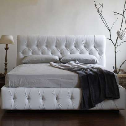 1823 Full Tufted Bed image 1