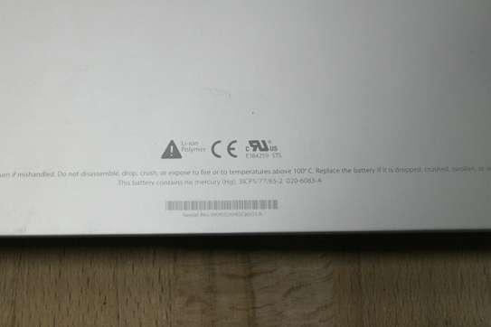 Original Apple Macbook Pro Aluminum Unibody A1281 Battery image 2