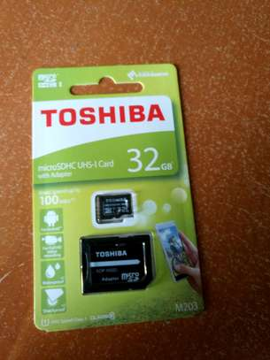 TOSHIBA 32GB Memory Card with Adapter
