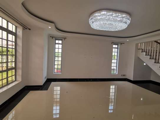 AN EXECUTIVE 5 BEDROOMS TOWNHOUSE WITH DSQ image 5