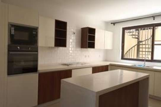 5 bedroom townhouse for rent in Lavington image 18