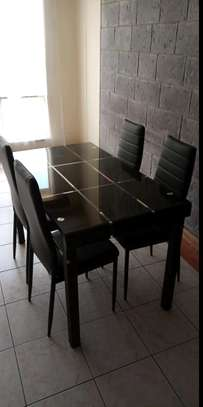 Dining table r