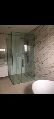 shower cubicles MADE IN FRAMELESS GLASS