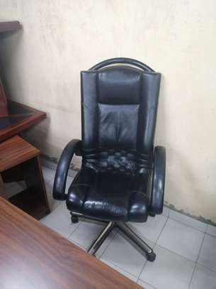 Executive high back office chair image 10
