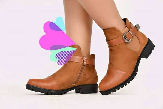 LADIES LEATHER ANKLE BOOTS image 3