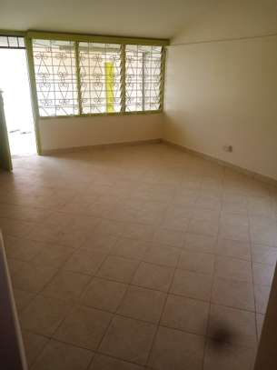 Buruburu very spacious 3 bedroom house to let image 3