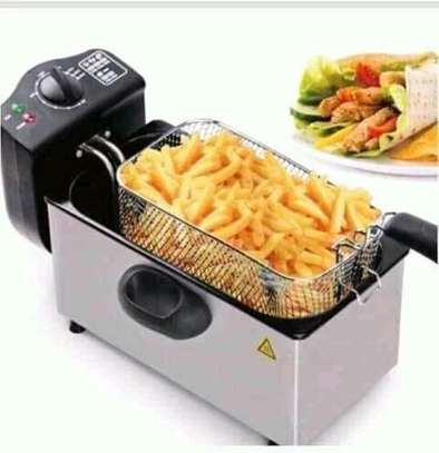 6 litres electric deep fryer. image 2