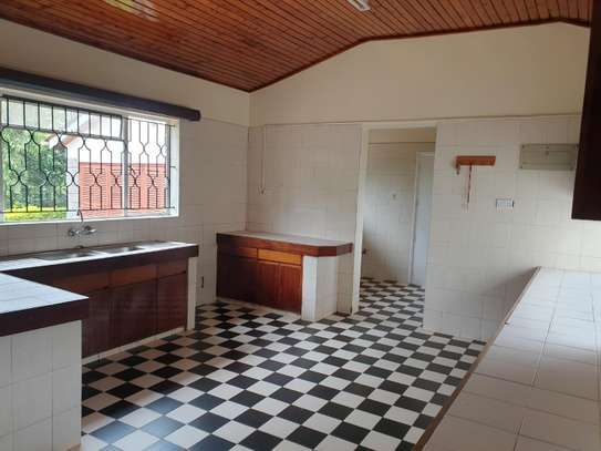 5 bedroom house for rent in Gigiri image 9